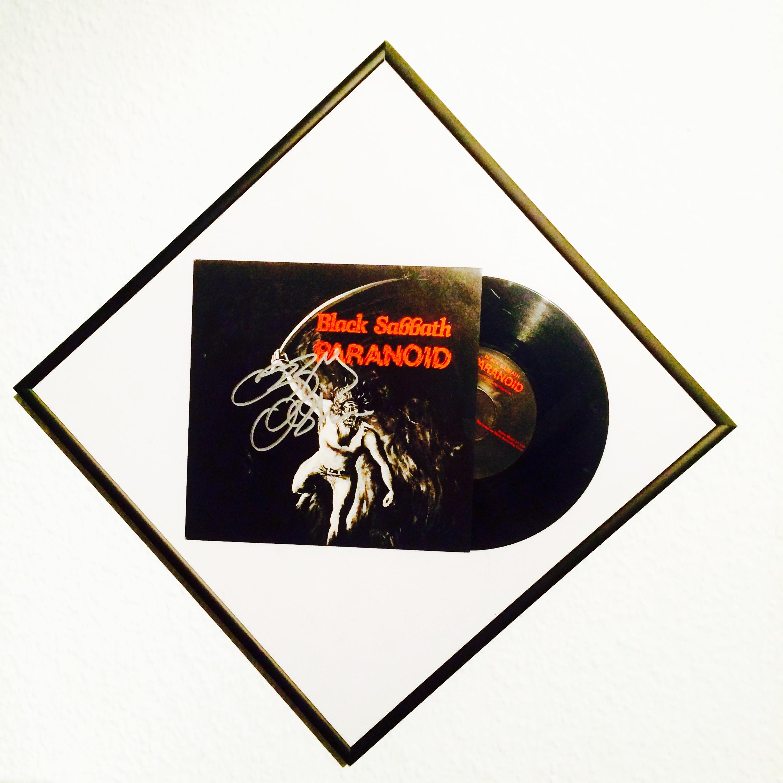 Originalpressung Paranoid von Black Sabbath, handsigniert von Ozzy Osbourne